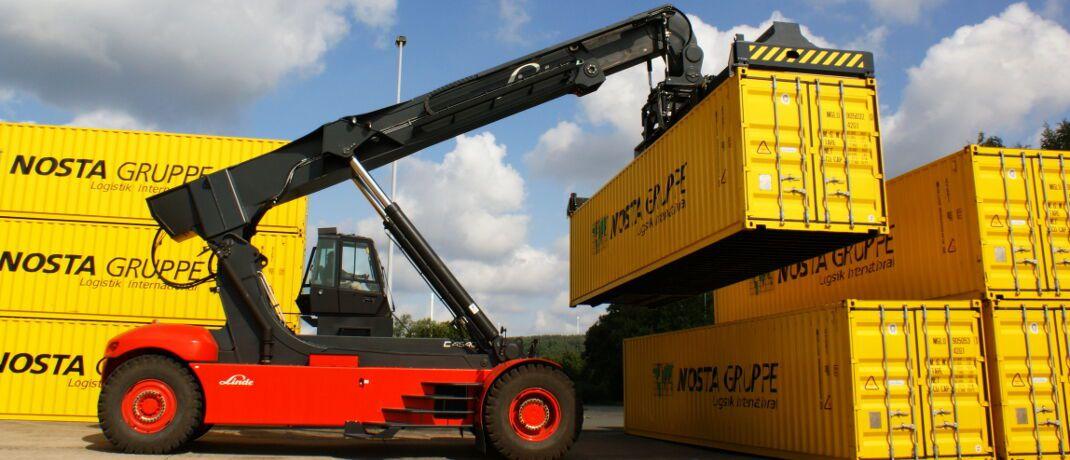Containerstapler: Von der P&R-Insolvenz sind bislang etwa 54.000 Anleger mit einem Gesamtschaden von rund 3,5 Milliarden Euro betroffen.|© Peter Kamp / <a href='http://www.pixelio.de/' target='_blank'>pixelio.de</a>