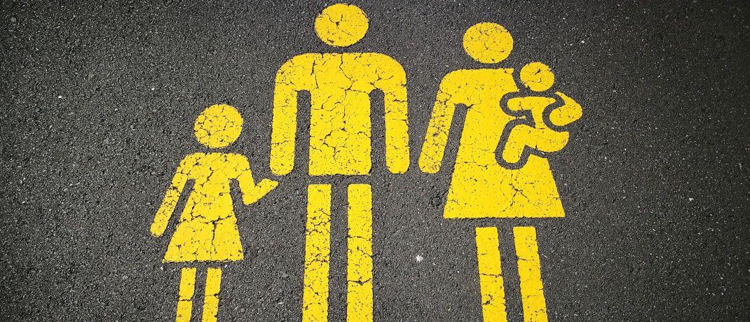 Symbolbild einer Familie mit Kindern: Der Praxisfall beschäftigt sich mit dem Vermögensaufbau für den Nachwuchs|© Pixabay
