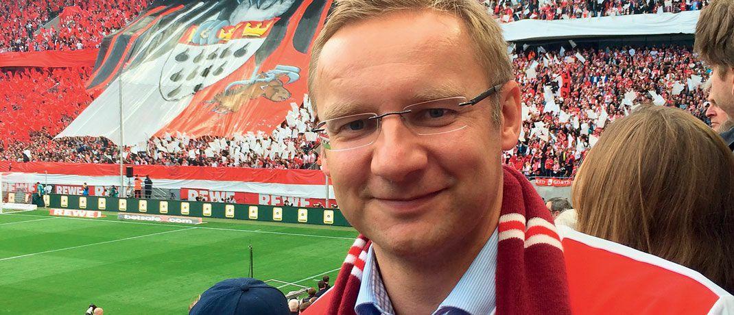 Eckhard Sauren, Gründer des Kölner Dachfonds-Managers Sauren Finanzdienstleistungen, in Fankluft im Stadion. |© Privates Foto