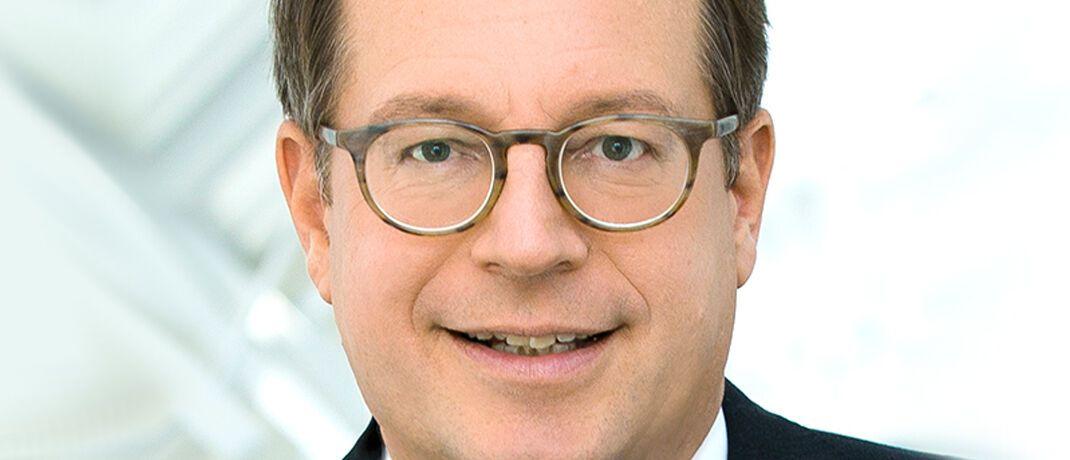 Norbert Rollinger: Der R+V-Vorstandsvorsitzende erklärt im Interview mit dem Handelsblatt, die Deutsche Aktuarvereinigung werde in den kommenden Monaten über die Höhe des auch Höchstrechnungszins genannten Garantiezins reden müssen. |© R+V Versicherung AG