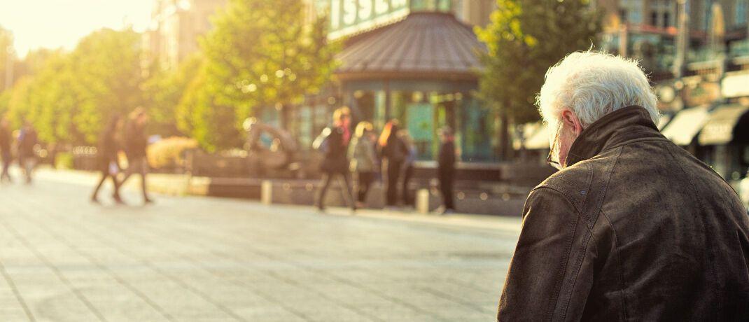 Rentner: Für den eigenen Ruhestand legt jeder Dirtte zwischen 30 und 59 Jahren nichts zurück.|© unsplash.com