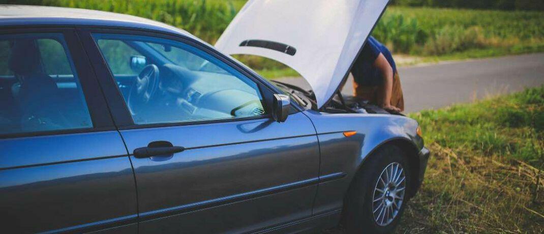 Auto mit Motorschaden: Viele Makler regulieren Schäden, ohne dafür eine Vergütung zu bekommen.|© Pexels