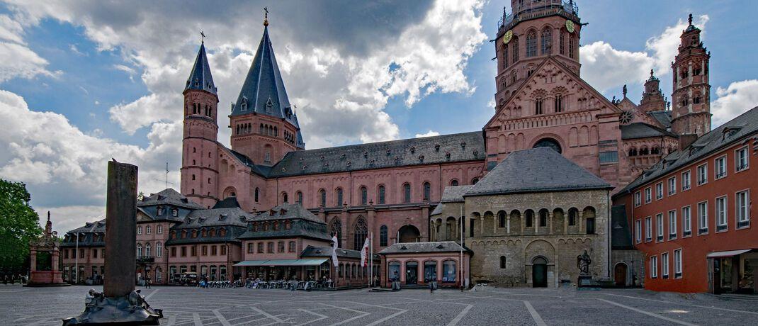 Mainzer Dom: Eine Bank mit Sitz in der Landeshauptstadt des Landes Rheinland-Pfalz soll tief verstrickt sein in Cum-Ex-Geschäfte. © Pixabay