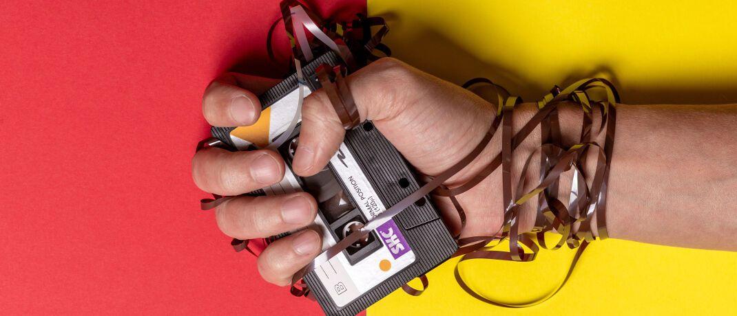 Audiokassette: Das sogenannte Taping birgt laut Vermittlerverband BVK viele Probleme. So seien alle aufzeichnungspflichtigen Gespräche über eine mögliche Vermittlung von Finanzprodukten laut FinVermV-Entwurf zehn Jahre lang aufzubewahren.