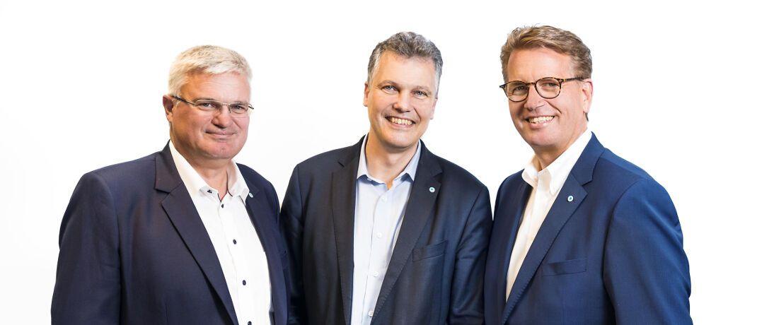 Thomas Heigl, Herbert Schneidemann und Martin Gräfer (v.l.): Das Vorstandsteam der Versicherungsgruppe die Bayerische setzt seine Arbeit fort.|© obs/die Bayerische