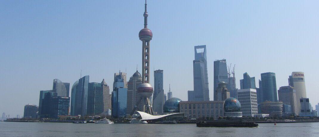 Skyline von Shanghai: Ein neuer Rentenfonds von Pictet Asset Management investiert in Hart- und Lokalwährungsanleihen aus Schwellenländern.|© Sybille und Kurt Mader / <a href='http://www.pixelio.de/' target='_blank'>pixelio.de</a>