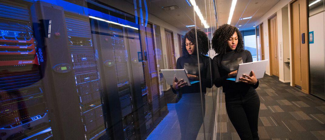 Serverraum: Die digitale Disruption im Produktangebot der Versicherer ist noch nicht zu erkennen, sagten die 100 befragten Führungskräfte und Experten sowie 1.000 Endkunden in Deutschland, Österreich, Großbritannien, Italien und der Schweiz.|© Christina Morillo