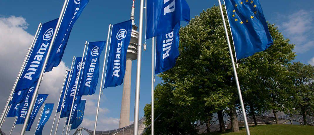 Allianz-Flaggen: Der deutsche Branchenprimus erreichte nach Brutto-Beiträgen im Jahr 2018 einen Marktanteil von 24,7 Prozent.|© Allianz