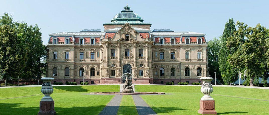 Bundesgerichtshof im Karlsruher Erbgroßherzogliches Palais: Der BGH hat sich mit einem Berufsunfähigkeitsfall befasst, der zuvor vor dem Oberlandesgerichts Jena verhandelt worden war.|© Joe Miletzki