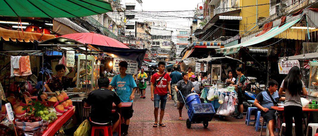 Markt in Bangkok: Robeco will mit dem Fokus Nachhaltigkeit in Schwellenländern anlegen.