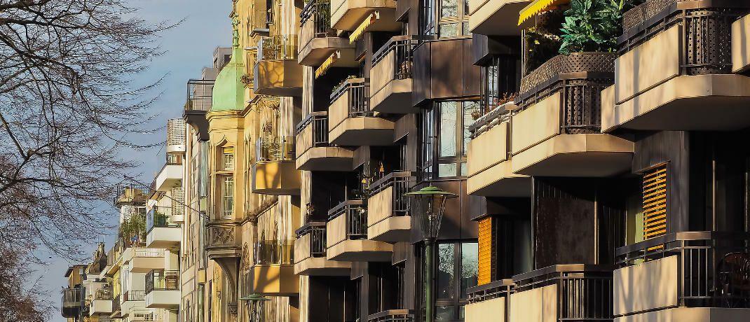 Häuserfront in Düsseldorf: Wohneigentümer kämen nicht auf die Idee, ihre Immobilie zu verkaufen, um kurzfristig Gewinne mitzunehmen, sagt Philipp Vorndran.