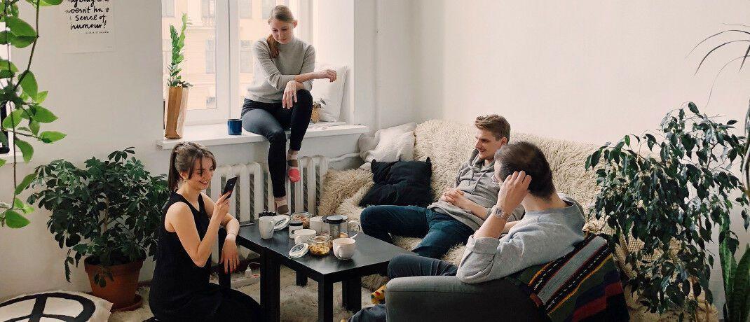 Zu Hause mit Freunden: Der Wohn-Riester wurde 2008 ins Leben gerufen um den Kauf von Wohneigentum zu fördern.|© Pexels