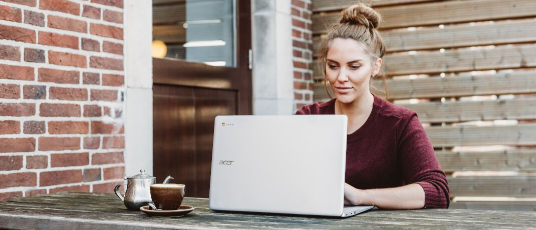 Frau am Laptop. In unserem Praxisfall steht diesmal eine 35-jährige Finanzkundin im Mittelpunkt.|© Unsplash.com