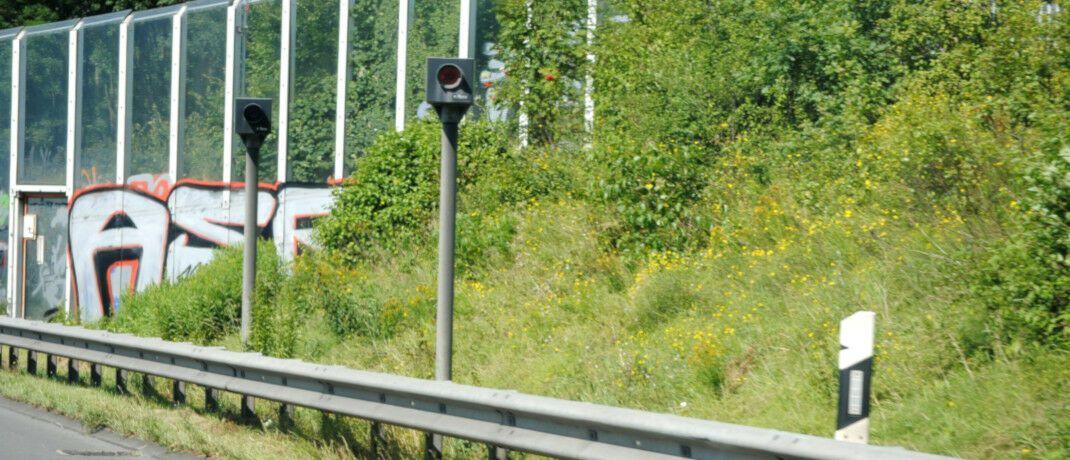 Eine Radarfalle löste den Streit aus: Fahrer dürfen am Steuer weder auf ihrem Handy noch ihrem Taschenrechner tippen, findet das OLG Hamm. Es hat allerdings nicht das letzte Wort.|© Pixabay