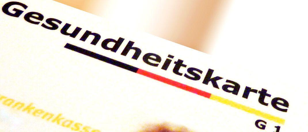 Gesundheitskarte für gesetzlich Krankenversicherte: Der GKV-Zusatzbeitrag, der auf den einheitlichen Beitragssatz von 14,6 Prozent des Einkommens aufgeschlagen wird, steigt 2020 im Durchschnitt auf 1,1 Prozent. © Lupo / <a href='http://www.pixelio.de/' target='_blank'>pixelio.de</a>