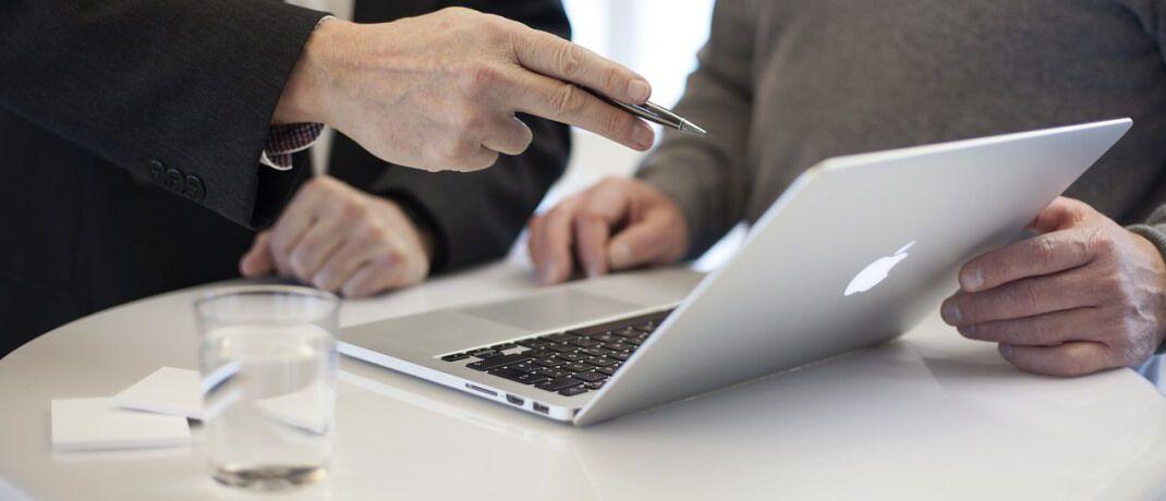 Beratungsszene: Der AfW ruft Finanz- und Versicherungsvermittler auf, an der aktuellen Branchenufrage des Verbands teilzunehmen. |© Pixabay