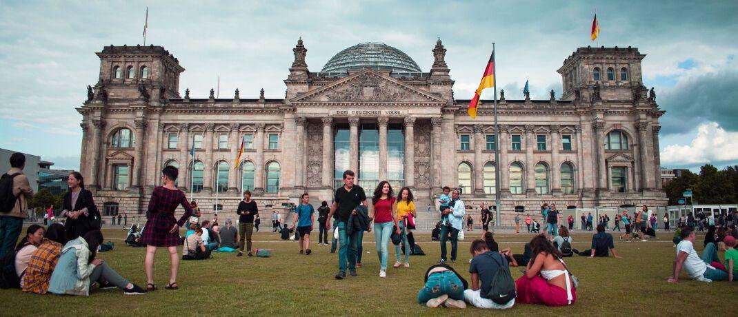 Reichstagsgebäude in Berlin: Die CDU-Sozialausschüsse fordern ein Standardprodukt zur privaten Altersvorsorge.|© Federico Orlandi