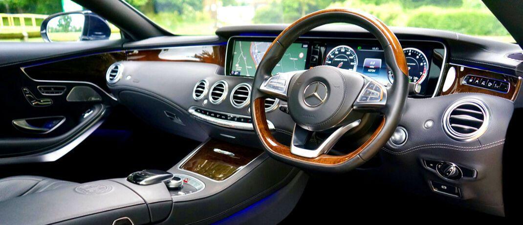 Innenausstattung eines Mercedes': Für einen Firmenwagen würden viele Mitarbeiter 5 bis 10 Prozent weniger Gehalt in Kauf nehmen.|© Pexels