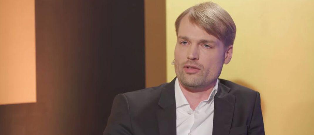 Timm Böhnke ist Professor für Volkswirtschaftslehre.|© Markus Koch / Die goldene Couch