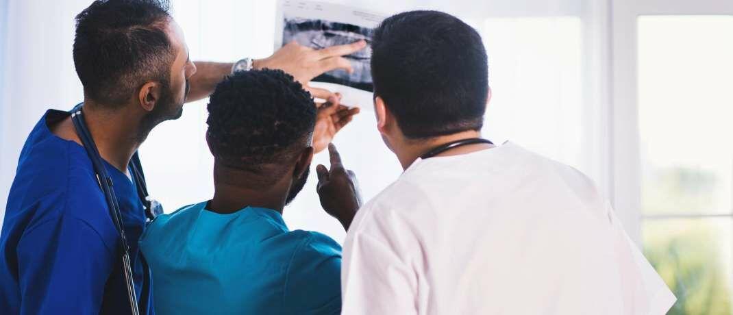 Ärzte bei der Arbeit: Auch die Deutsche Ärzteversicherung zählt zu den 15 exzellenten deutschen Lebensversicherern.|© Pexels