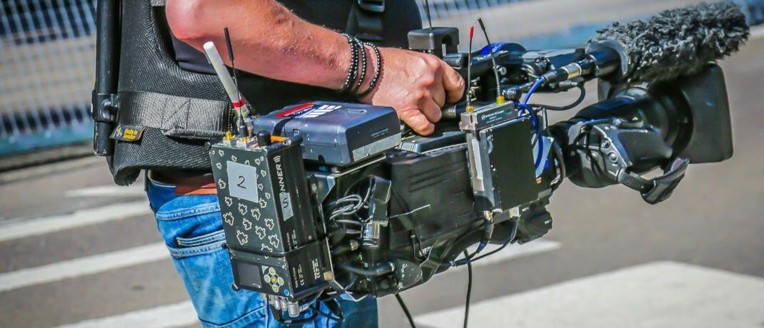 Reporter mit Kamera: Viele Journalisten arbeiten als Freiberufler.|© Th G / Pixabay.com