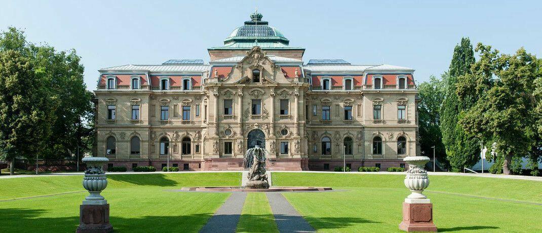 Sitz des Bundesgerichtshofs in Karlsruhe: Der BGH hat kürzlich einen Streit zwischen einem Kunden und seinem BU-Versicherer entschieden. Das Urteil hat Strahlkraft.|© Joe Miletzki