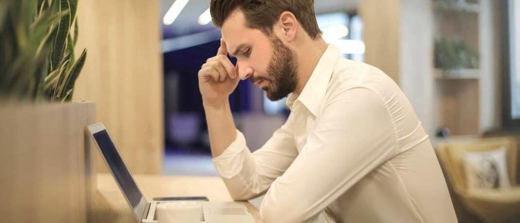 Langeweile am Arbeitsplatz: Versicherungsjobs haben den Ruf nicht besonders spannend zu sein, so die Organomics-Studie.|© Pexels