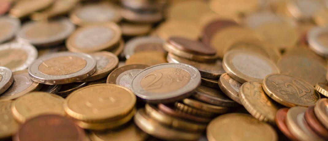 Euromünzen: Eine Bank will nun für bestimmte Sparformen Negativzinsen ab dem ersten Euro erheben. Die Regel gilt allerdings nur für Neukunden.