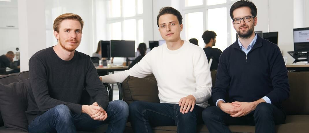 Trade Republic-Gründer Marco Cancellieri, Christian Hecker und Thomas Pischke (v.l.n.r.): Anleger können ETFs für 1 Euro handeln, mehr als 280 ETF-Sparpläne sind dauerhaft kostenfrei.
