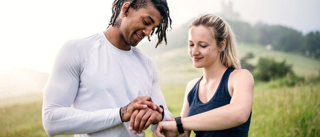 Sportliches Paar: Versicherungsmakler Ferdinand Halm hat den Activeme-Tarif der Axa auf Herz und Nieren geprüft.|© Pixabay