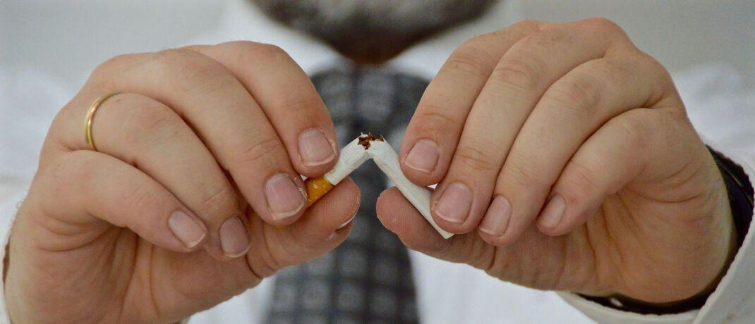 Die letzte Zigarette: Mit dem Rauchen aufzuhören, zählt wieder zu den beliebtesten Vorsätzen im neuen Jahr.|© Barbara Nobis / <a href='http://www.pixelio.de/' target='_blank'>pixelio.de</a>