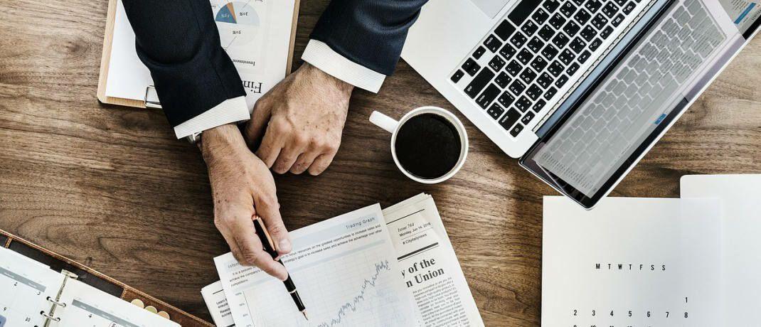 Beratungsszene: Mithilfe eines online verfügbaren Tools können Finanz- und Versicherungsmakler jetzt ihre Position im hiesigen Wettbewerb ermitteln.|© Pixabay