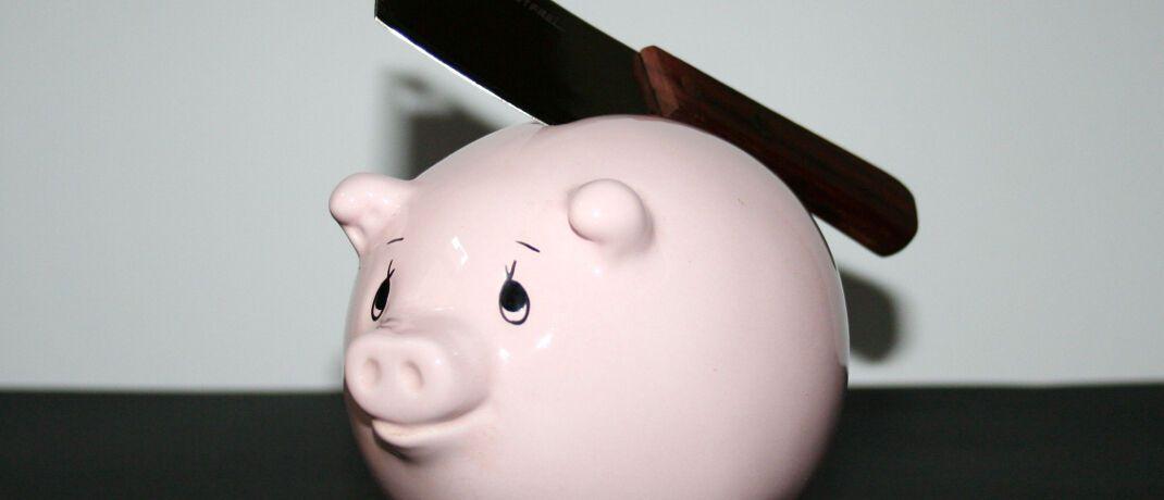 Um beim sprichwörtlichen Schlachten des Sparschweins für den Ruhestand Enttäuschungen zu vermeiden, sollten Verbraucher die häufigsten Fehler bei der Altersvorsorge vermeiden. © marika / <a href='http://www.pixelio.de/' target='_blank'>pixelio.de</a>