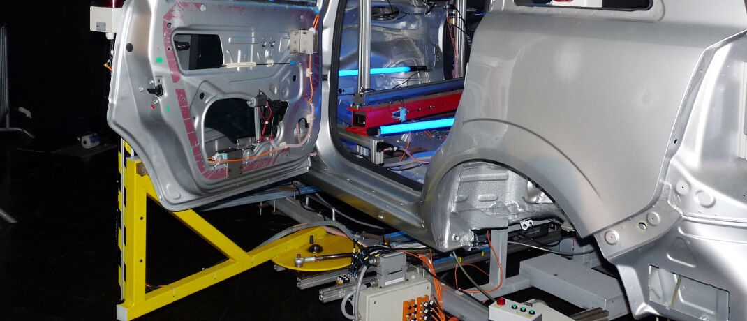 Automatisierte Fahrzeugproduktion: Um auch neue Risiken ihrer Gewerbekunden abzusichern, müssen sich die Versicherer besser für die vierte industrielle Revolution rüsten.|© Dieter Schütz / <a href='http://www.pixelio.de/' target='_blank'>pixelio.de</a>