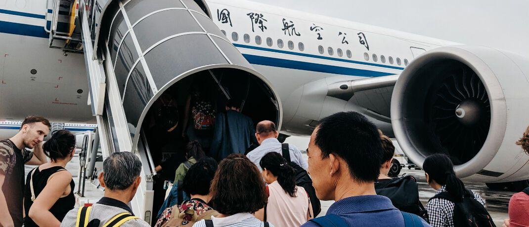 """Flughafen Peking: """"Nicht notwendige Reisen nach China sollten verschoben werden"""", rät aktuell das Auswärtige Amt. Für die Provinz Hubei besteht derzeit sogar eine offizielle Teilreisewarnung. Deutschlands private Auslandsreisekrankenversicherer gewähren jedoch unverändert Versicherungsschutz, beichtet Versicherungswirtschaft Heute."""