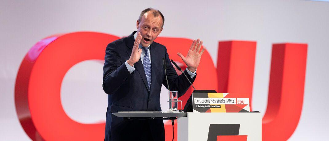 Friedrich Merz beim Bundesparteitag der CDU im vergangenen November: Er wolle sich künftig mehr auf die Politik konzentrieren, so der 64-Jährige.