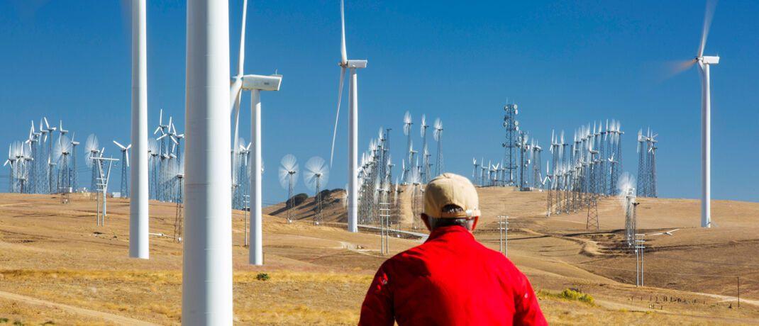 Windpark: Weltweit werden 40 Prozent der Vermögenswerte unter Einbezug von Nachhaltigkeits-Kriterien verwaltet.|© imago images / blickwinkel