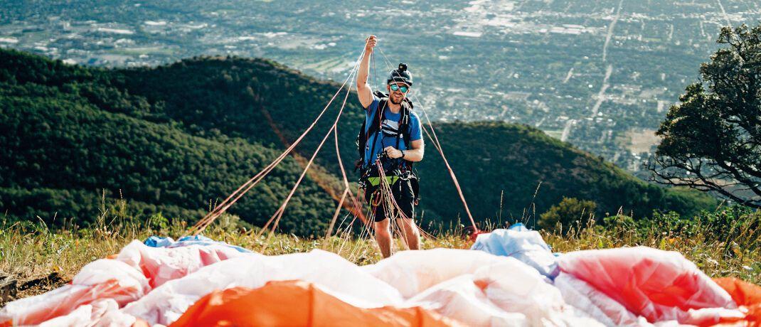 Paragliding in den Bergen: Gefährliche Sportarten müssen Antragsteller bei der vereinfachten Gesundheitsprüfung angeben|© Unsplash.com
