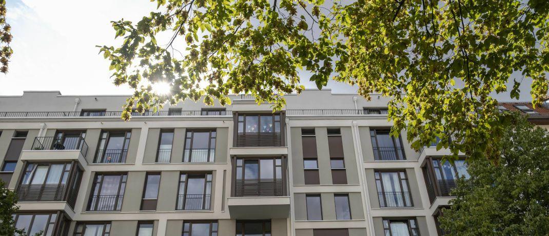 Hausfassade eines modernen Lückenbaus in Berlin-Prenzlauer Berg: Die Deutsche Immobilien Invest legt einen geschlossenen Wohnimmobilienfonds auf.