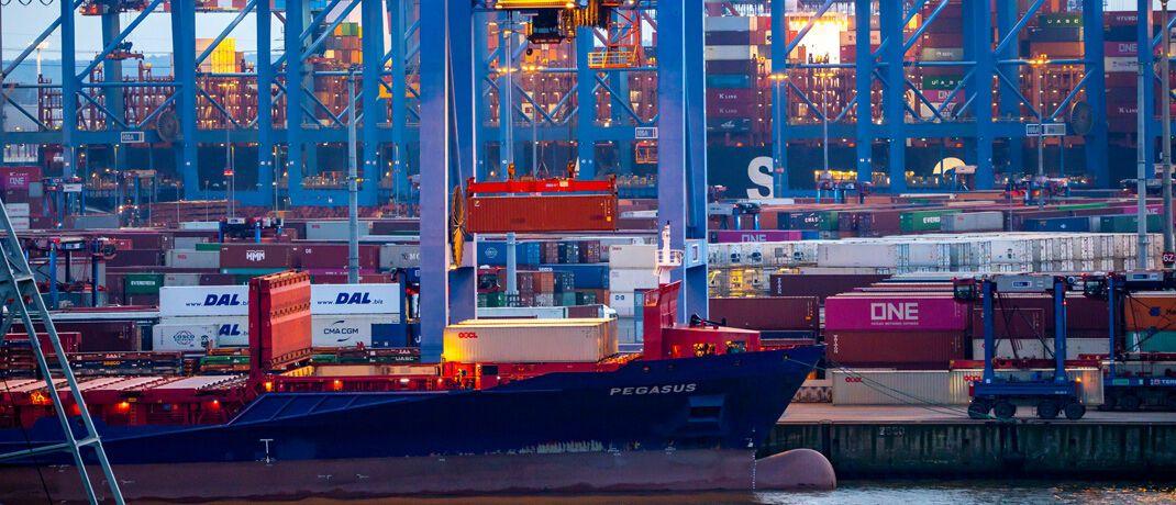 Hamburger Hafen: Deutschlands Exportwirtschaft gerät unter Druck. |© imago images / Jochen Tack