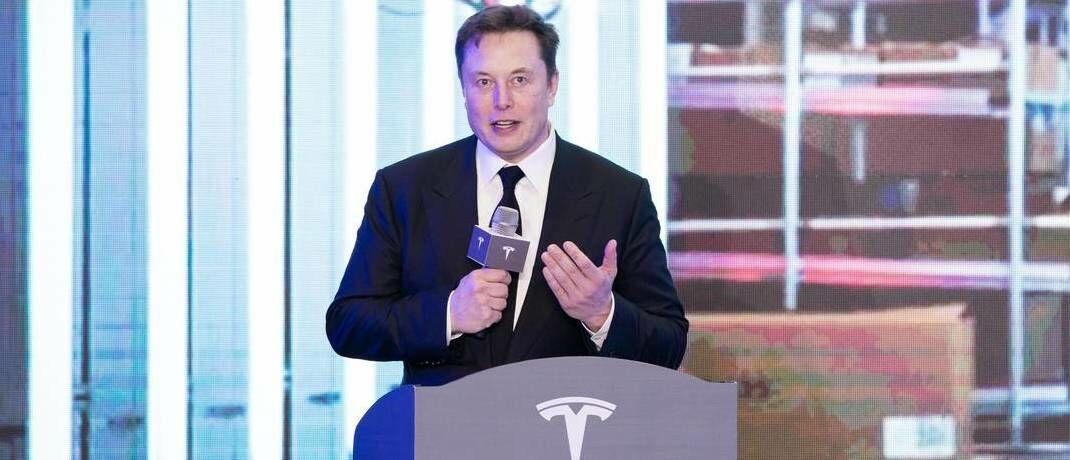 Elon Musk stellt eines seiner neuen Modelle in Shanghai vor: Die Investmenttalker von Eyb & Wallwitz betrachten Aktien- und Anleiheseite von Tesla.|© imago images / Xinhua