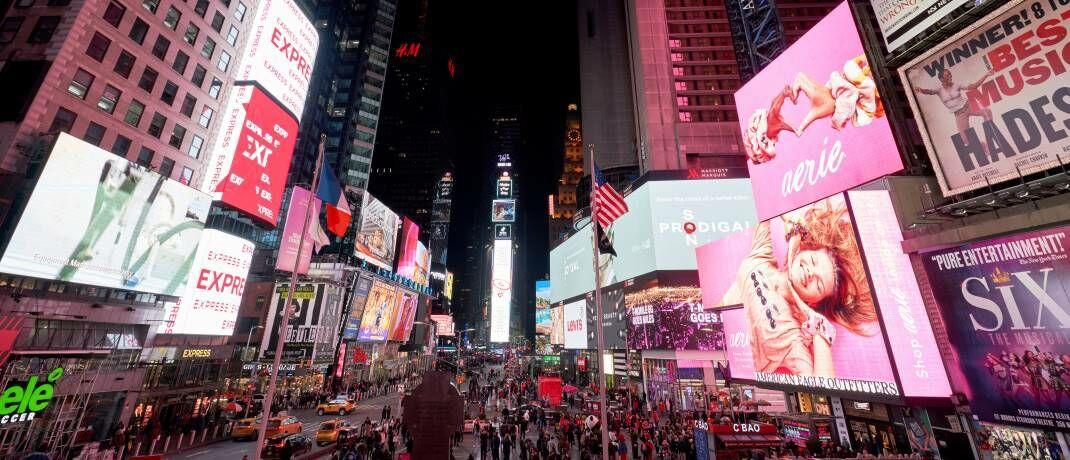 Times Square in New York: Anleger haben mit ETFs auf den marktbreiten US-Index S&P 500 in den vergangenen drei Jahren Renditen von mehr als 40 Prozent erzielt. |© imago images / PA Images