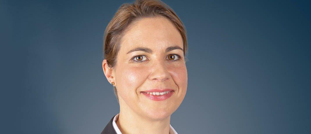 Aktienspezialistin Helen Windischbauer wechselt ihren Arbeitsplatz.|© Huber, Reuss & Kollegen