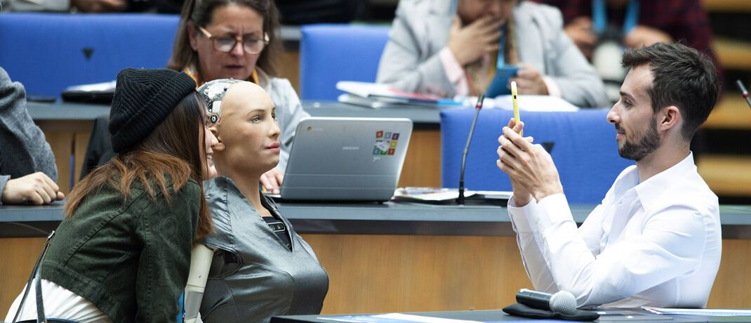 Roboter beim Global Media Forum in Bonn: Deutschland hinkt bei der Digitalisierung hinterher. © imago images / Sven Simon