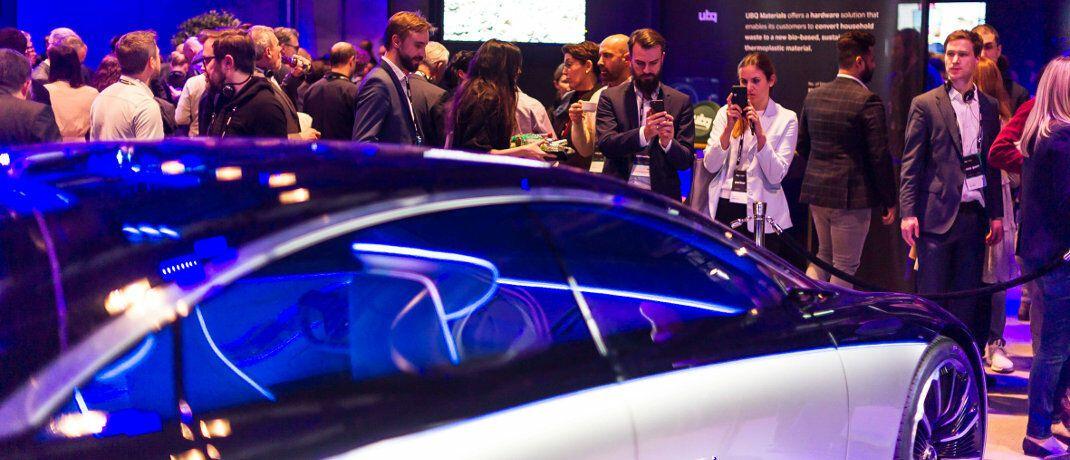 Daimler präsentiert die elektrische S-Klasse bei einer Veranstaltung in Stuttgart: Anleger können über Invesco-ETFs in verschiedene Branchen investieren, darunter Autohersteller und Zulieferer in Europa.|© imago images / Lichtgut