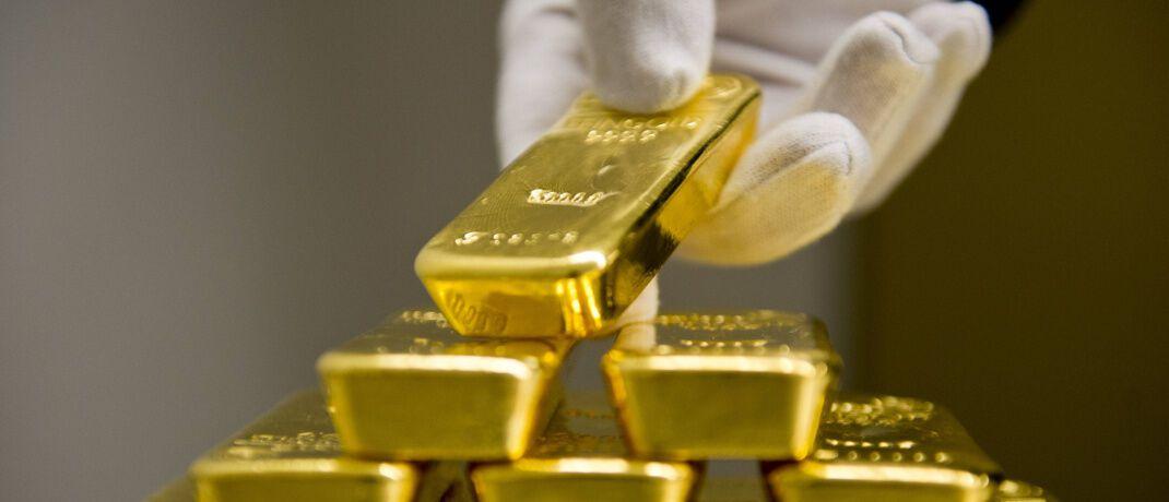 Goldbarren: Physische Edelmetalle sichern Portfolios gegen schwankende Börsenkurse ab.