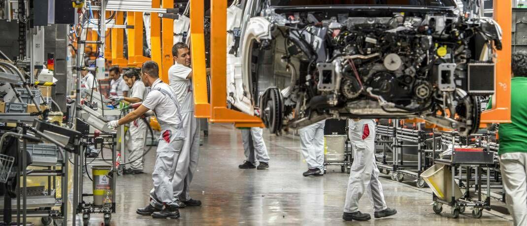 Montagelinie eines deutschen Automobilherstellers in Mexiko: Der gefestigte Binnenkonsum dürfte viele Schwellenmärkte vor dem Einfluss des Coronavirus schützen.|© imago images / Cathrin Bach