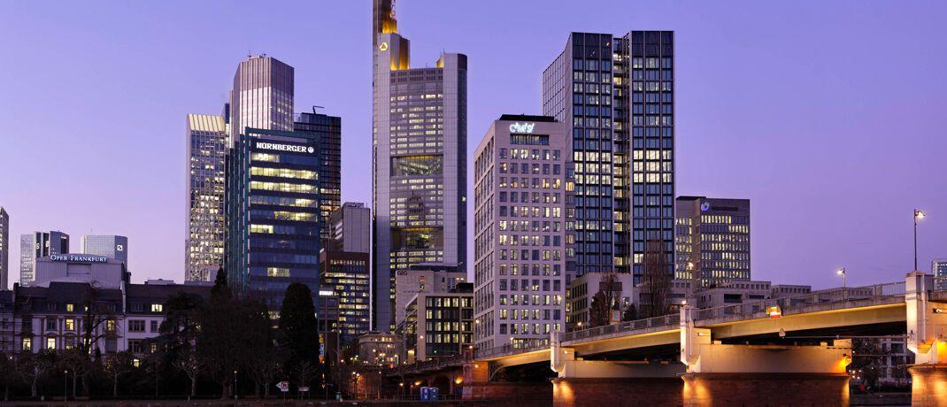 Bankenviertel in Frankfurt: Seit der Finanzkrise haben Banker in der Gesellschaft keinen guten Stand.|© imago images / Rainer Unkel