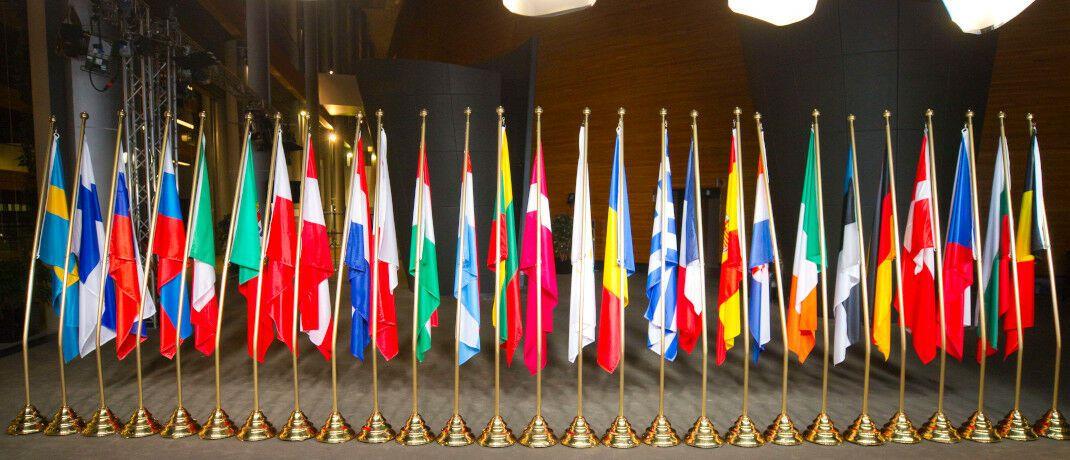 Flaggen begrüßen die deutsch-französische Parlamentarische Versammlung in Straßburg: Das EU-Parlament hat im November den Klimanotstand ausgerufen - zum Missfallen der Experten von Flossbach von Storch. |© imago images / Mandoga Media