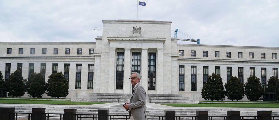 Sitz der Federal Reserve in Washington: Die US-Notenbank hat den Leitzins unerwartet angepasst. Das soll die wirtschaftlichen Auswirkungen des Coronavirus abfedern.|© imago images / Xinhua